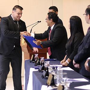 UDB gradúa a primeros Ingenieros en Aeronáutica del país