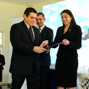 OSARTEC entrega reconocimiento a la UDB
