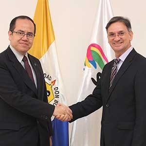 UDB y Editorial Santillana firman convenio de cooperación