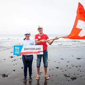 Alumnos de idiomas participan como voluntarios en el proyecto Surf City del MITUR