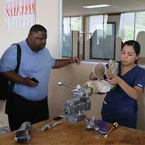 """UDB inicia construcción de edificio anexo a la Facultad de Ciencias de la Rehabilitación en el marco del proyecto """"Walking Anew"""""""