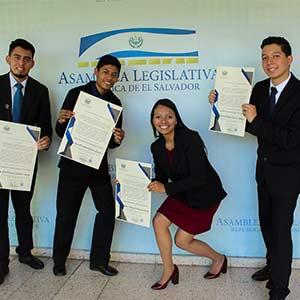 """Estudiantes de la Universidad Don Bosco reciben reconocimiento """"Jóvenes influyentes de la República de El Salvador"""""""