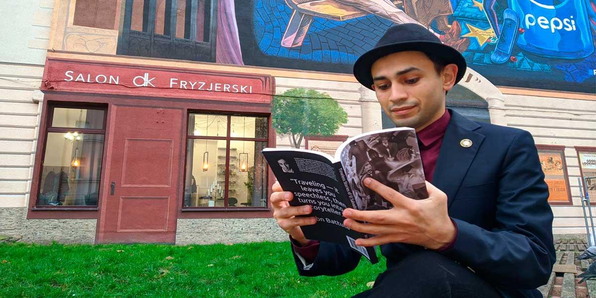 Graduado UDB radicado en Polonia escribe libro sobre historias y leyendas salvadoreñas
