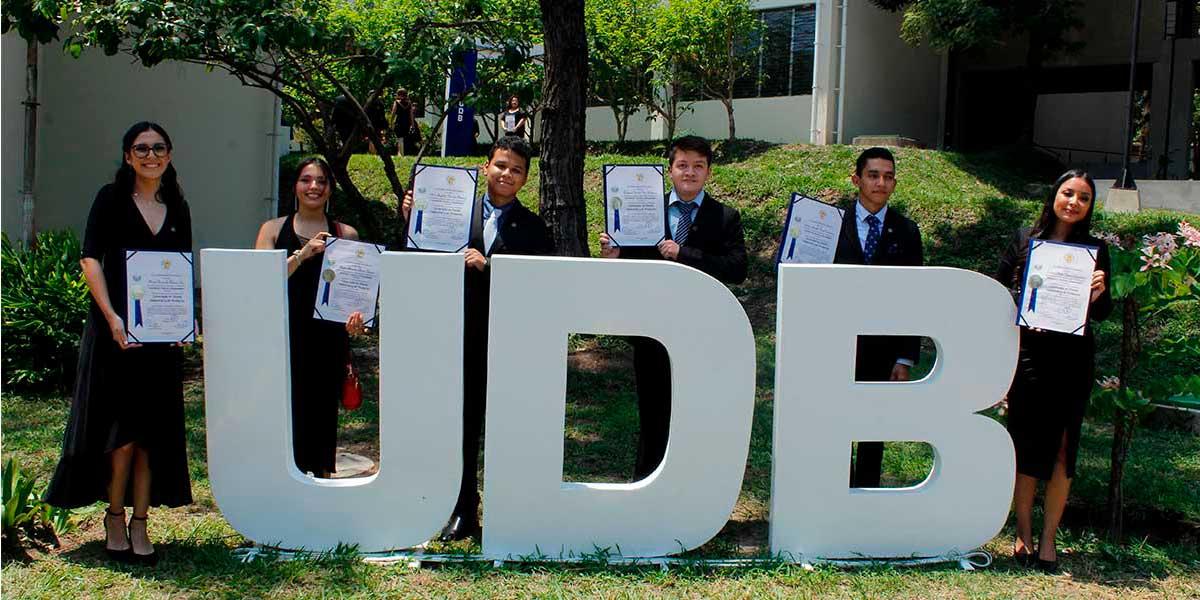 UDB gradúa a una nueva generación de profesionales
