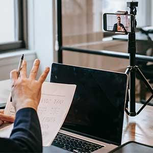 Una perspectiva de cambio para el rol docente, desde los hábitos de consumo electrónico de los jóvenes universitarios